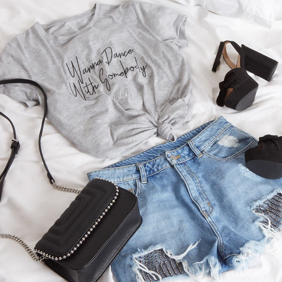 4177f102c04 We love this t-shirt and shorts combo. Perfect for casual summer days or  with the obligatory festival wellies it will also look great with heels for  after ...