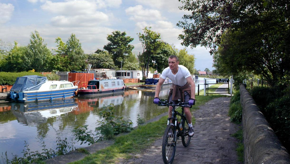 Maghull to Aintree Leeds-Liverpool Canal Walk or Cycle